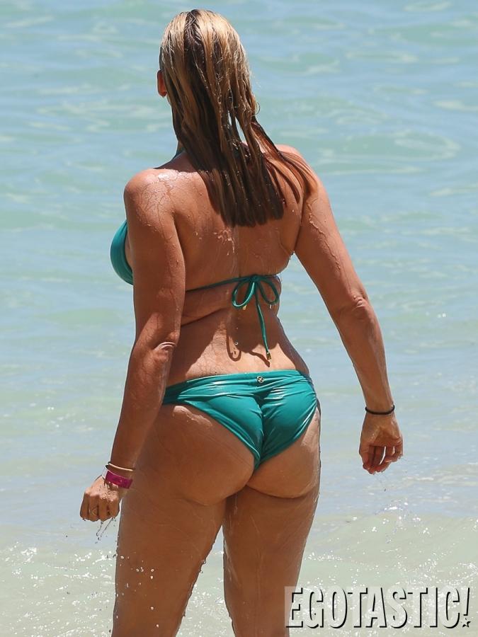 Natasha henstridge bikini