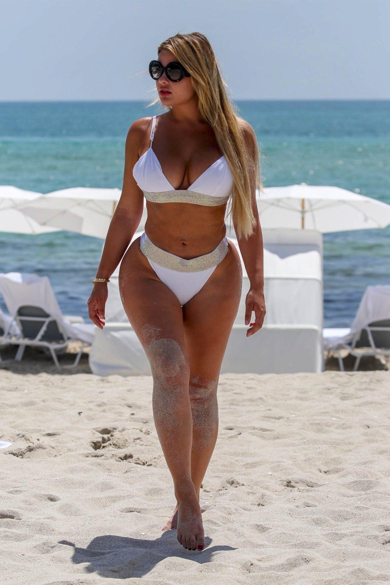 Anastasiya Kvitko Big Booty White Bikini 16 Jpg