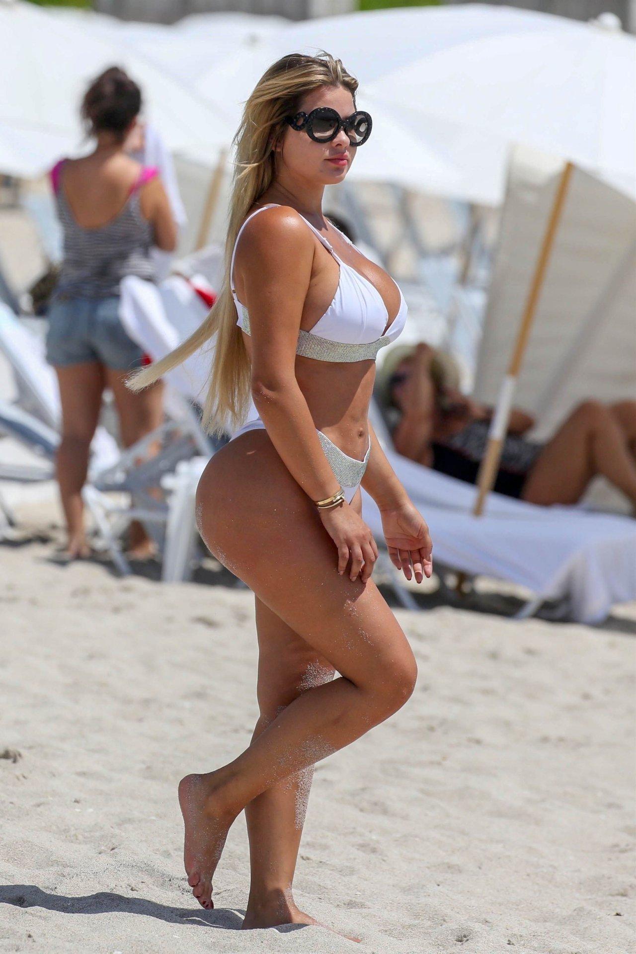 Anastasiya Kvitko Big Booty White Bikini 23 Jpg