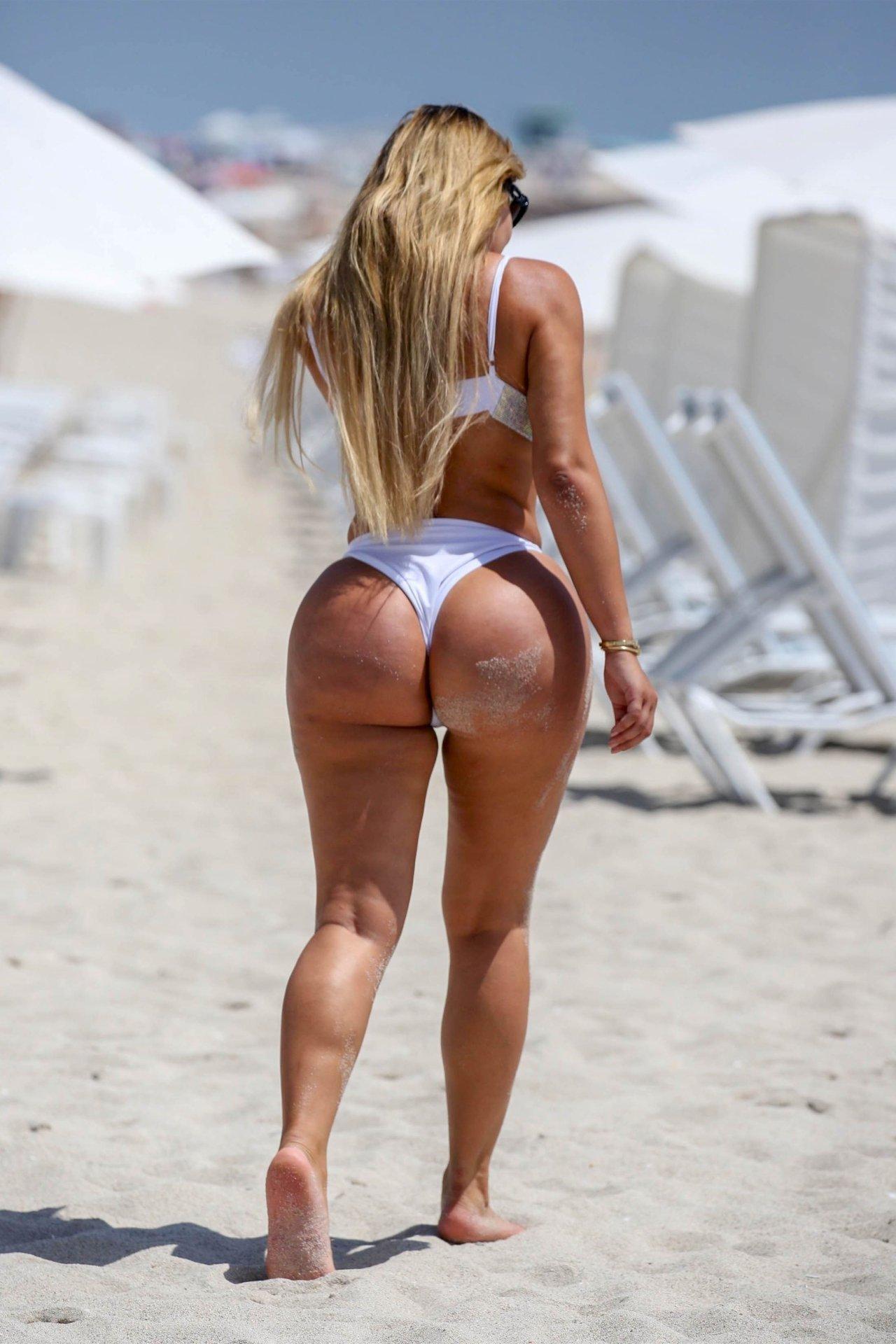 Anastasiya Kvitko Big Booty White Bikini 7 Jpg