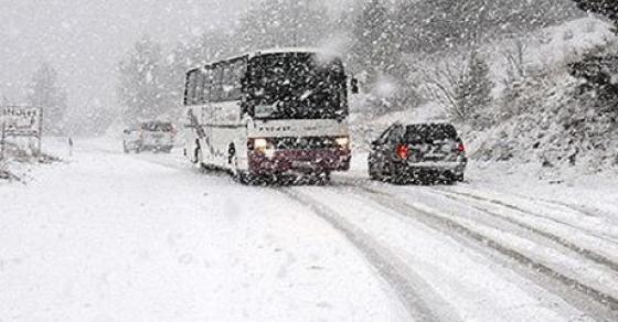 Нова забрана за товарни возила на македонските патишта   снегот прави големи проблеми