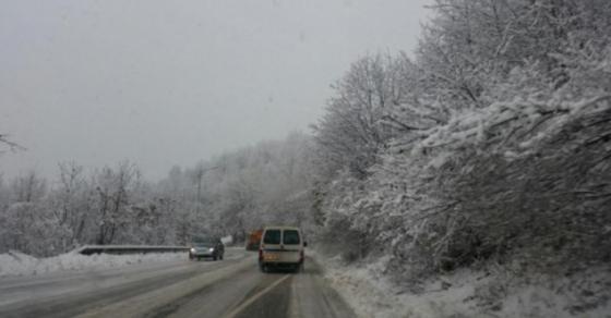 Забранет сообраќајот за камиони на неколку патни правци низ Македонија
