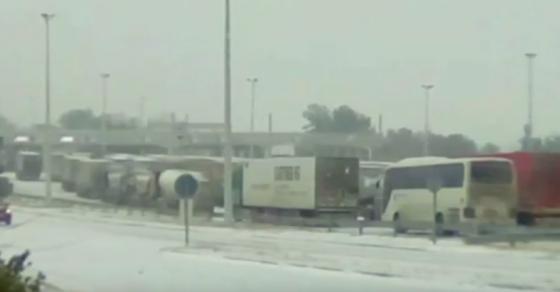 СИТЕЛ  70 камиони заглавени на Евзони поради лошото време во Грција
