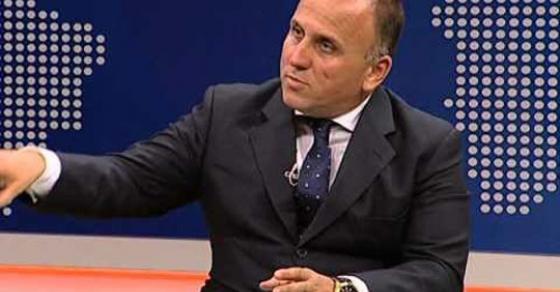 Илир Кула  Заев е во состојба да направи сунет за да ги излаже Албанците