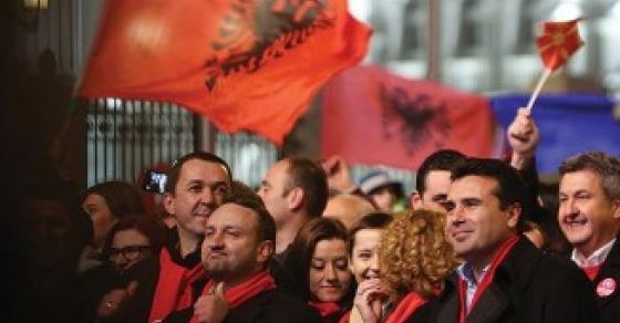 КУРИР  Заев договорил да разговара за промена на химната  грбот и знамето на Македонија