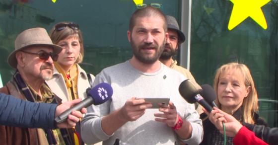 ЗА ЗАЕДНИЧКА МАКЕДОНИЈА  бараат средба со Хан  Црвено жолта боја пред седиштето на ЕК