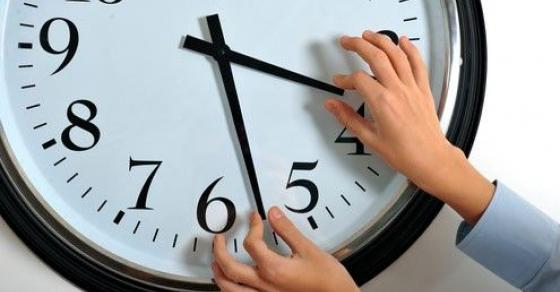 Денот ќе биде подолг   викендов се поместуваат стрелките на часовникот