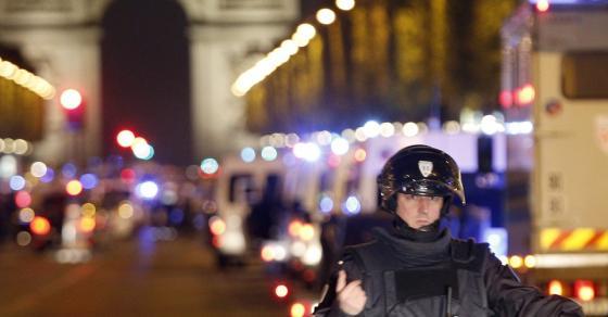 ГАЛЕРИЈА  Врие од полиција   ситуацијата во Париз по нападот