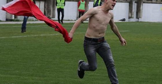 Навивачите влегоа во терен   инцидент на мечот Шкендија   Вардар