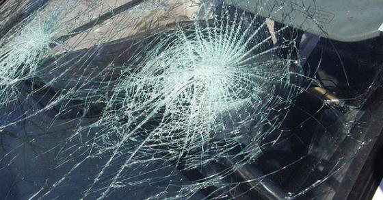 Патник во автобус и пешак тешко повредени во сообраќајка