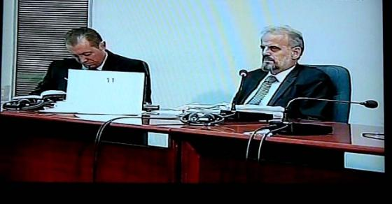 Талат Џафери молчи и чита поезија  додека ДУИ го парализира Парламентот