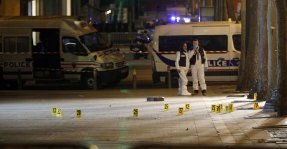 Снимки од нападот во Париз  Крвопролевање на Јелисејските полиња