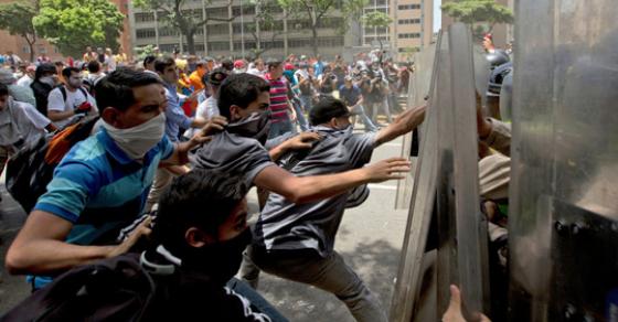 Едно лице застрелано на синоќешните протести