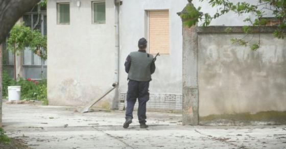 policijata-na-noze-ubiecot-na-biznismenot-na-sloboda-sheta-vooruzhen-do-grlo