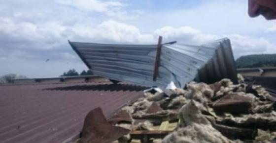 silno-nevreme-vo-bosna-se-krshea-stebla-letaa-krovovi-meteorolozite-najavija-posilen-udar