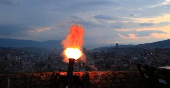 Пукањето со топ го означи почетокот на Рамазан и внесе радост во срцата на верниците