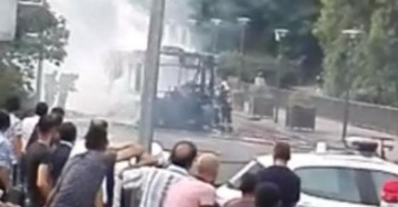 nov-horor-go-potrese-svetot-eksplodirashe-avtobus-gragjanite-vo-panika