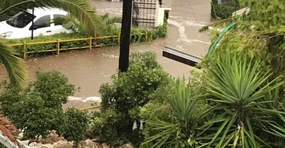 ГАЛЕРИЈА   Поплавата во Грција однесе цела плажа  евакуирани и македонски туристи  ФОТО ВИДЕО