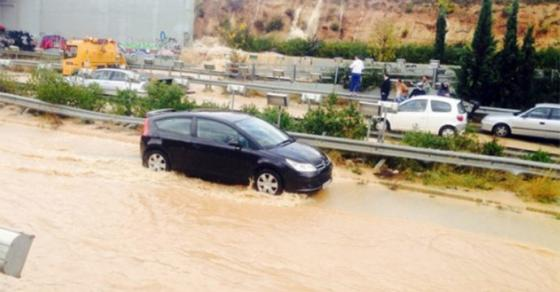 ГАЛЕРИЈА  Македонски туристи заглавени во поплавите во Грција