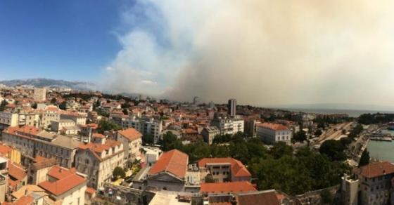 Пламтат пожари долж јадранскиот брег  маж загина а десетици останаа без своите домови