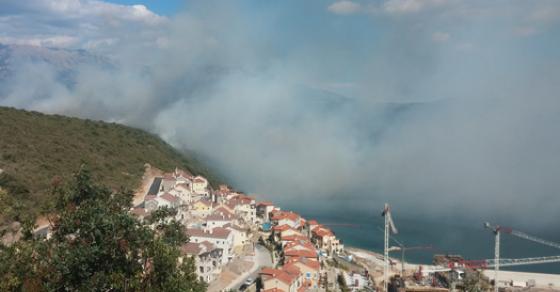 Паника во Црна Гора се евакуираат туристите и жителите   беснее голем пожар