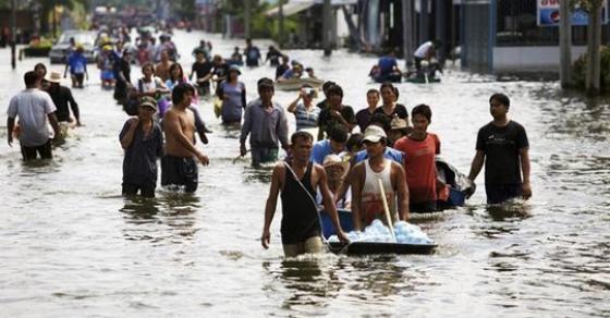 Поплави во Непал  Загинати најмалку 49 лица