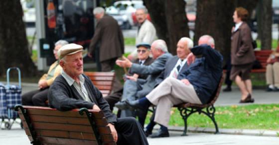 ВМРО ДПМНЕ  СДС и Заев го укинуваат најавеното покачување на пензиите