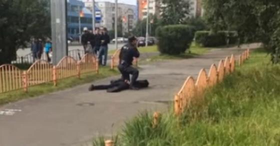 Уште еден крвав напад го потресе светот  Избодени минувачи во Русија  крв на улиците