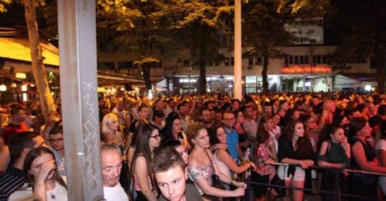 Супер забава во Скопје  Кеј 13 Ноември синоќа претесен   меѓу присутните Груевски и Трајановски