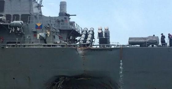 Петмина повредени и 10 исчезнати морнари при судир на американски воен брод и танкер