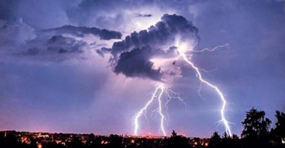 Невреме го зафати Скопје   силни врнежи и грмежи