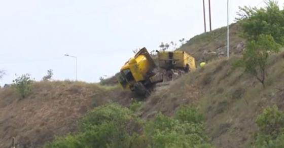 Камион падна во бездна  возачот итно пренесен во гостиварската болница
