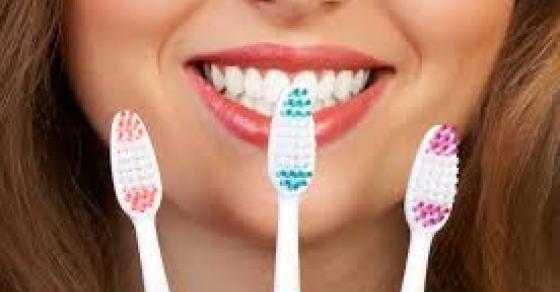 Избелете ги забите со една состојка која ја имаме сите по дома