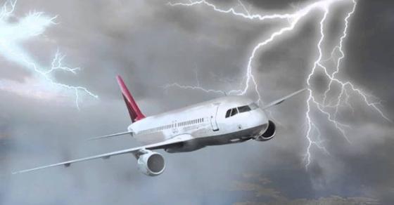Што се случува кога гром ќе удри во авион