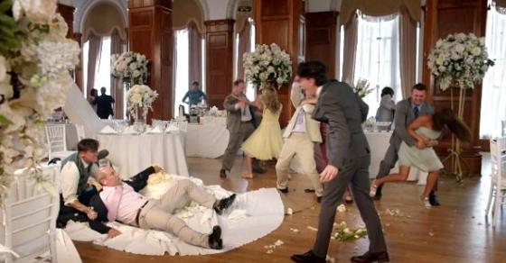 Драма на српска свадба   невестата сакала да го задржи презимето  па сватовите се степале