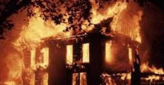 Голем пожар во Скопје  До темел изгорена една куќа а уште три оштетени  соседите ги спасувале децата