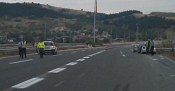 Блокиран сообраќајот на патот Струга   Дебар