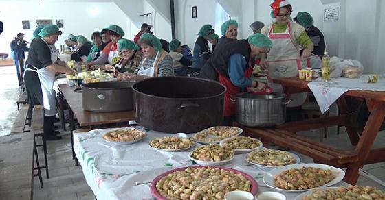 Прилепчанки подготвуваат над 60 000 посни сарми за  Свети Никола