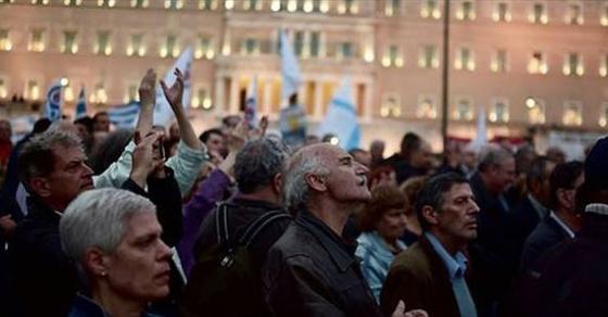 Солзавец и инциденти пред грчкиот парламент