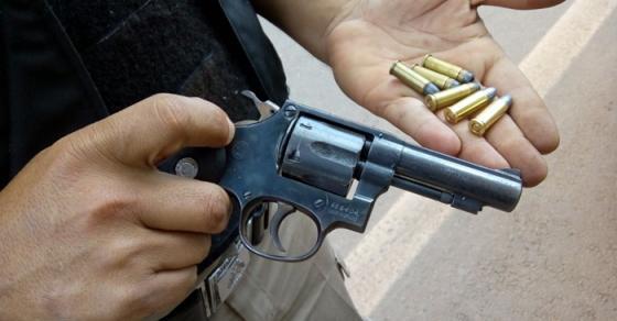 Две лица фатени со оружје во Арачиново