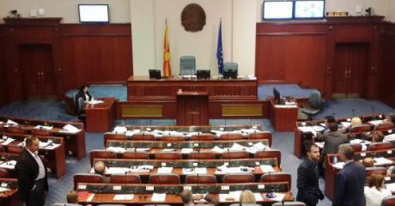 Собранието го изгласа Законот за јазици  Иванов на потег   протести пред Собранието