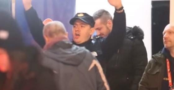 Полицаец танцуваше среде Загреб и стана хит на интернет