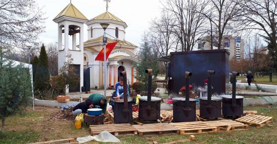 Галерија  Вечерва голема василичарска прослава во скопско Ново Лисиче