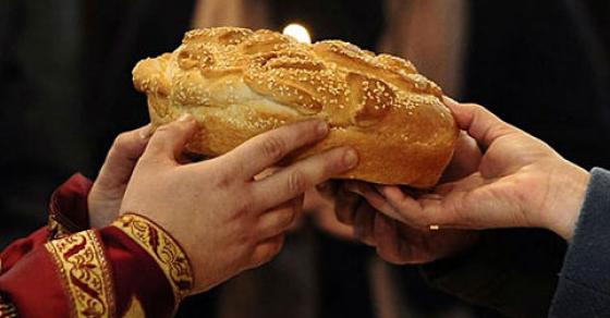 Вечерва се дочекува православната Нова година   утре ќе се крши погача со паричка