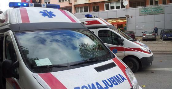 Маж прободен со нож итно донесен на скопските Клиники