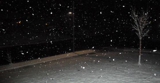Вонредна временска прогноза  Македонија под снежна покривка   забрана за камиони на Стража