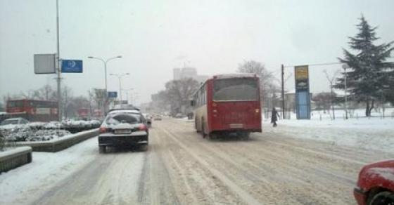 Снег низ Македонија  забрана за камиони на Стража   каде вее во моментов