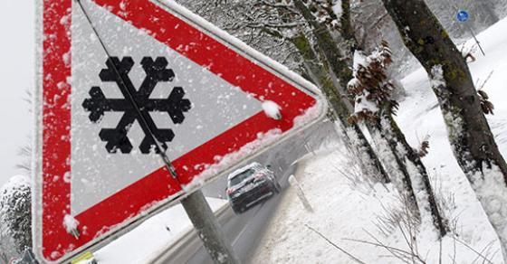 Забрана за тешки товарни возила и кај Ѓавато   два камиони и комбе заглавени во снегот