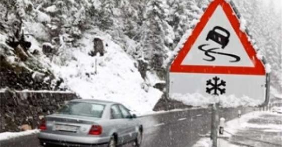 Нема повредени во лавината што го блокираше патот Дебар Маврови Анови