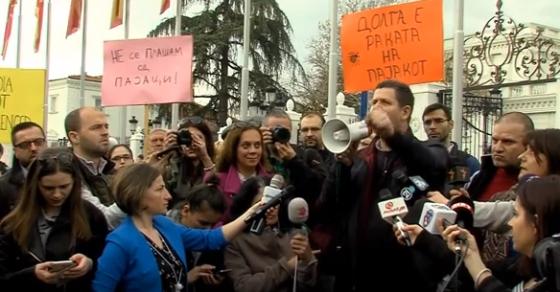 И ние сме копилиња    Не се плашиме од пајакот    новинарите протестираа